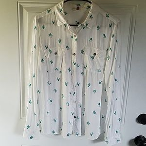 So Perfectly soft cactus button up top shirt.